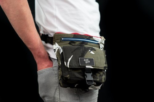 Guy Brit Relaxed Quad bag wear Oblique Style close up